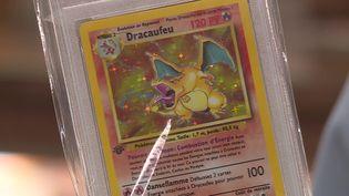 Cette carte Pokémon Dracaufeu a été vendue 9600 euros à Troyes le 15 juin dernier. (P. Cocquempot / France Télévisions)