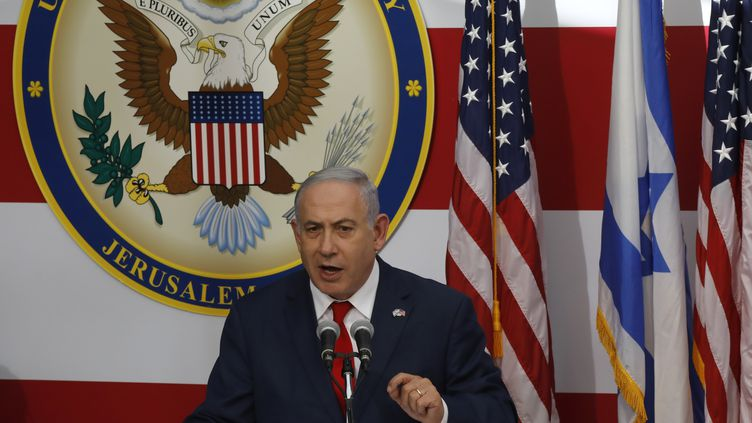 Le premier ministre israélien, Benyamin Nétanyahou, lors de son discours à l'occasion du transfert de l'ambassade américaine en Israël de Tel-Aviv à Jérusalem, le 14 mai 2018. (MENAHEM KAHANA / AFP)
