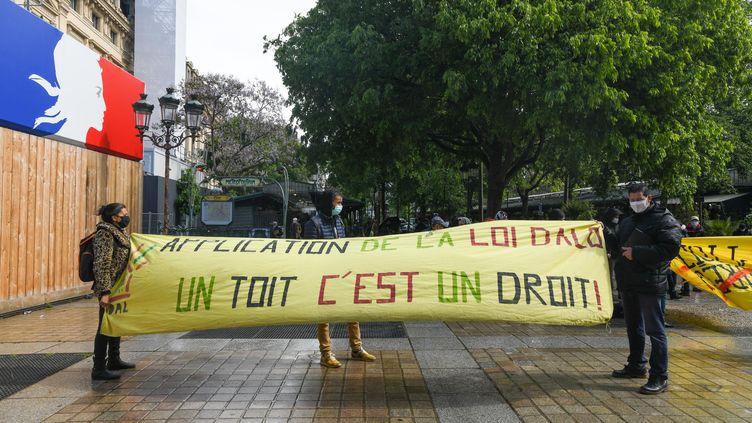 Rassemblement de l'association Droit au logement devant la prefecture de Police de Paris, le 19 mai 2021. Photo d'illustration. (JEROME LEBLOIS / HANS LUCAS / Via AFP)