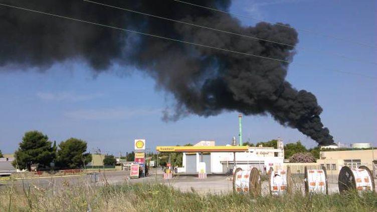 (Incendies sur le site pétrochimique LyondellBasell © Radio France/Nicolas Blanzat)