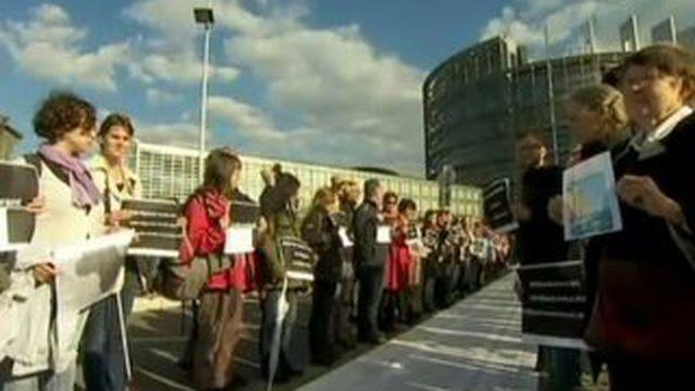 Strasbourg : manifestation devant le Parlement contre la politique migratoire européenne