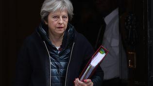 La Première ministre britannique Theresa May quittant le 10, Downing Street à Londres le 14 mars 2018. (DANIEL LEAL-OLIVAS / AFP)