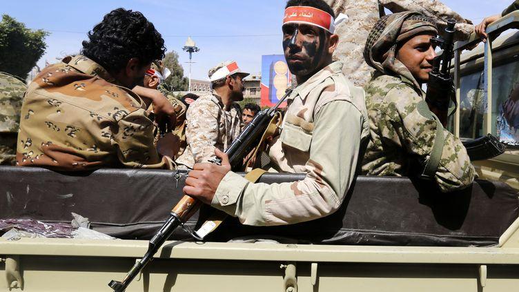 Des miliciens patrouillent à Sanaa, au Yémen, le 25 janvier dernier. (YAHYA ARHAB / EPA)