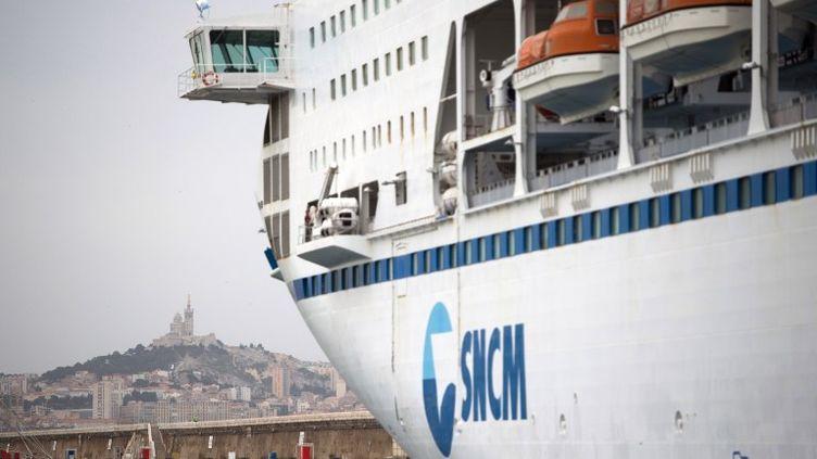 Le ferry Danielle Casanova de la SNCM dans le port de Marseille, le 4 juillet 2014. (BERTRAND LANGLOIS / AFP)