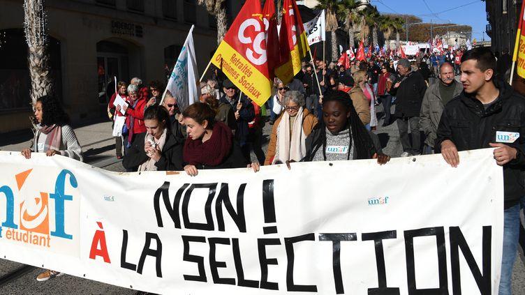 Des étudiants de l'Unef brandissent une banderole, lors d'une manifestation en novembre 2017 à Montpellier. (PASCAL GUYOT / AFP)