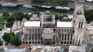 Vue aérienne de la cathédrale, le 14 juillet 2019. (KENZO TRIBOUILLARD / AFP)