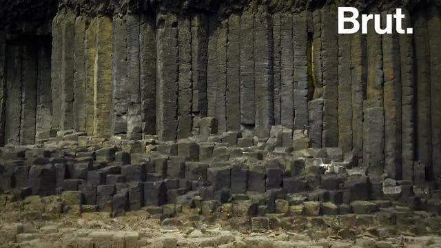 Ce n'est ni une construction humaine ni une île extraterrestre...  À l'ouest de l'Écosse, une île inhabitée fascine depuis de nombreux siècles et continue de fasciner aujourd'hui.