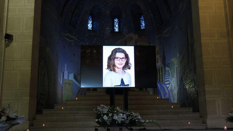 La cérémonie d'obsèques de la jeune Evaelle, au cimetière du Père-Lachaise, à Paris, le 3 juillet 2019. (THIBAULT CHAFFOTTE / MAXPPP)