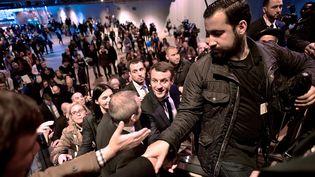 Alexandre Benalla avec Emmanuel Macron, le 1er mars 2017, à Paris. (LIONEL BONAVENTURE / AFP)