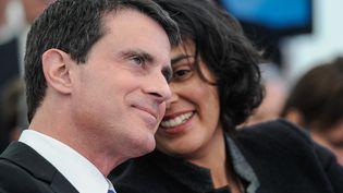 Le Premier ministre, Manuel Valls, et la ministre du Travail, Myriam El Khomri, le 22 février 2016 à Chalampé (Haut-Rhin). (SEBASTIEN BOZON / AFP)