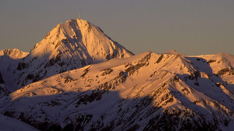 Le pic duMidi deBigorre vu depuis le col d'Aspin, dans les Hautes-Pyrénées, le 13 août 2018. (PHILIPPE ROY / AFP)