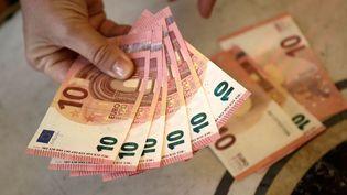 Des adolescents ont trouvé plus de 4000 euros en petites coupures jeudi 12 juillet dans leRERA.Photo d'illustration. (VINCENT ISORE / MAXPPP)