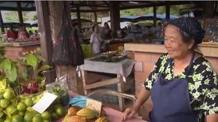 Une commerçante Hmong, sur un marché en Guyane. (FRANCE 3)