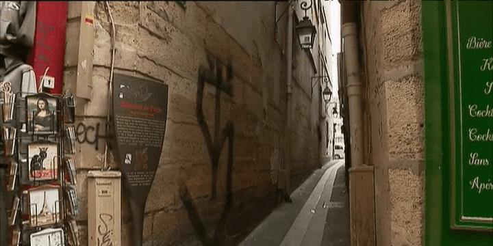 La plus petite ruelle de Paris qui était jadis un véritable coupe-gorge 1 m 80 de large et 26 mètres de long  (France 3)