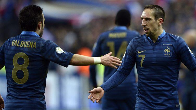 S'ils ne sont pas blessés, Mathieu Valbuena et Franck Ribéry feront certainement parti du groupe qui s'envolera pour le Brésil.  (FRANCK FIFE / AFP)
