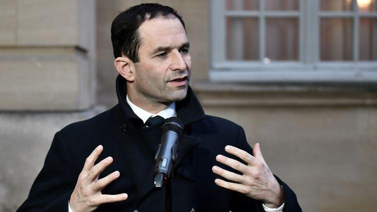 Le candidat socialiste à l'élection présidentielle Benoît Hamon, le 30 janvier à Matignon, après une rencontre avec le Premier ministre, Bernard Cazeneuve. (PHILIPPE LOPEZ / AFP)