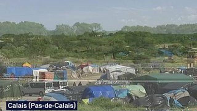 Calais : de nombreux migrants tentent de passer en Angleterre