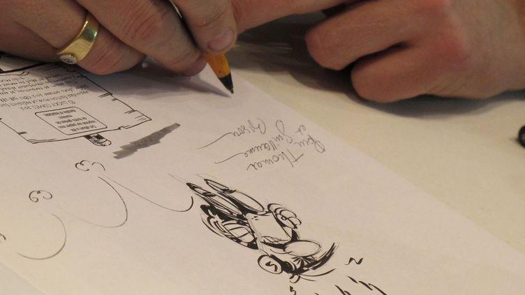 De nombreux festivaliers espèrent repartir d'Angoulême avec un dessin dédicacé.  (Laurence Houot / Culturebox)