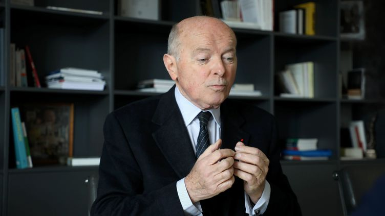 Jacques Toubon, le Défenseur des droits, dans son bureau parisien en mars 2019. (YANN FOREIX / MAXPPP)