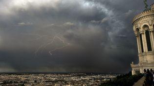 Orages sur Lyon (illustration). (MAXIME JEGAT / MAXPPP)