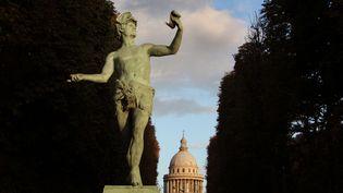 Le Panthéon vu depuis le jardin du Luxembourg, à Paris. (MANUEL COHEN / AFP)