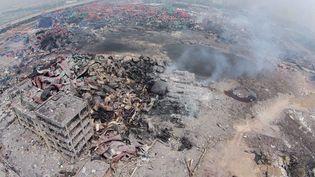 La zone industrielle de Tianjin (Chine), dévastée par des explosions en série, photographiée depuis le ciel le 15 août 2015. (YUE YUEWEI / XINHUA)