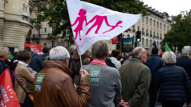 Des manifestants lors du premier jour de mobilisation contre le projet de loi de bioéthique, le 6 octobre 2019 à Paris. (JULIETTE AVICE / HANS LUCAS / AFP)