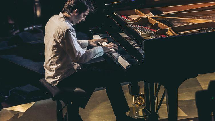 Le pianiste français Alexandre Kantorow se produit lors de la 27e cérémonie annuelle des Victoires de la musique classique à l'Arsenal de Metz(Moselle), le 21 février 2020. (CHRISTOPH DE BARRY / AFP)