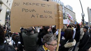 Une pancarte de manifestants lors d'un rassemblement de retraités à Nancy (Meurthe-et-Moselle), le 30 janvier 2018. (MAXPPP)