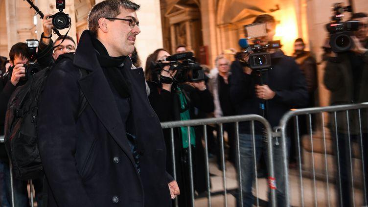 Julien Coupat le leader du groupe de Tarnac au palais de justice de Paris, le 13 mars 2018. (ALAIN JOCARD / AFP)