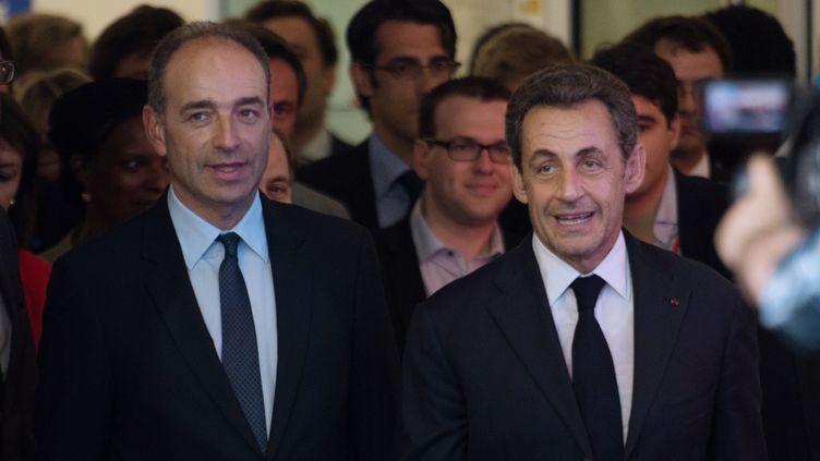 Le président de l'UMP, Jean-François Copé (à g.), et l'ancien président de la République Nicolas Sarkozy, le 8 juillet 2013 à Paris. (MARTIN BUREAU / AFP)