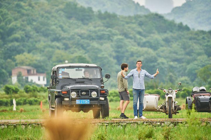 """Thomas Chabrières (à droite) en Chine: """"C'est comme si on était à un lancement où à chaque euro qui rentre, on a envie d'acheter une bouteille de champagne"""" (MATHIAS GUILLIN)"""
