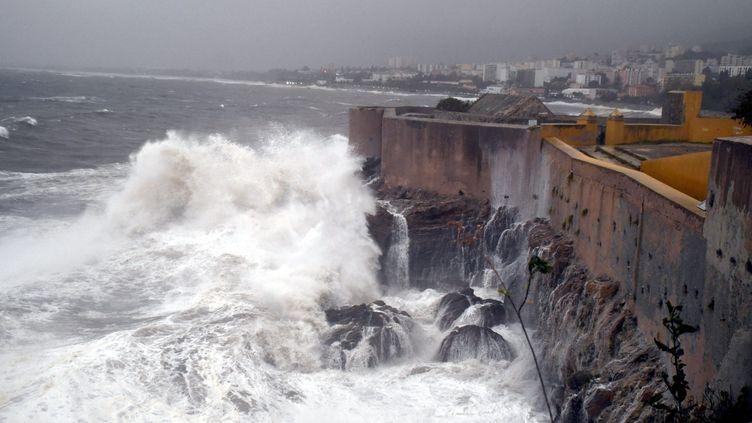 La mer déchaînée à Bastia, en Haute-Corse, le 29 octobre 2018. (MAXPPP)