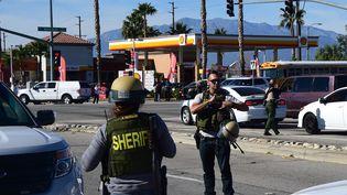 Des membres du département du shérif à San Bernardino (Californie), où a eu lieu une fusillade le 2 décembre 2015. (FREDERIC J. BROWN / AFP)