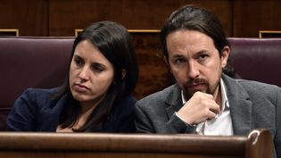 Irene Montero et Pablo Iglesias, respectivement porte-parole parlementaire et secrétaire général du parti espagnol Podemos, au Parlement espanol à Madrid le 11 octobre 2017. (JAVIER SORIANO / AFP)