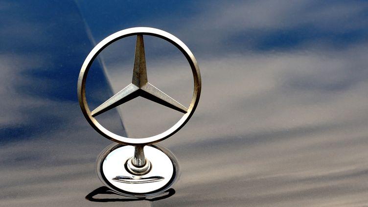 Le logo de la marque Mercedes. (PHILIPPE HUGUEN / AFP)