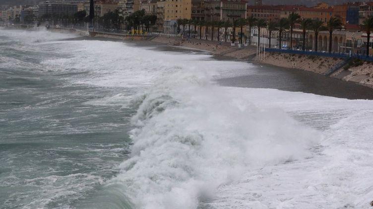 La tempête Alex s'abat sur Nice (Alpes-Maritimes), le 2 octobre 2020. (VALERY HACHE / AFP)