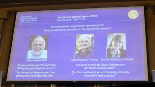 Arthur Ashkin, Gérard Mourou et Donna Strickland, les prix de Nobel de physique 2018. (HANNA FRANZEN / TT NEWS AGENCY / AFP)
