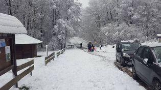 La station de ski de fond de la Chapelle dans les Ardennes, sous la neige, le matin du 31 décembre 2020. (France Télévisions)