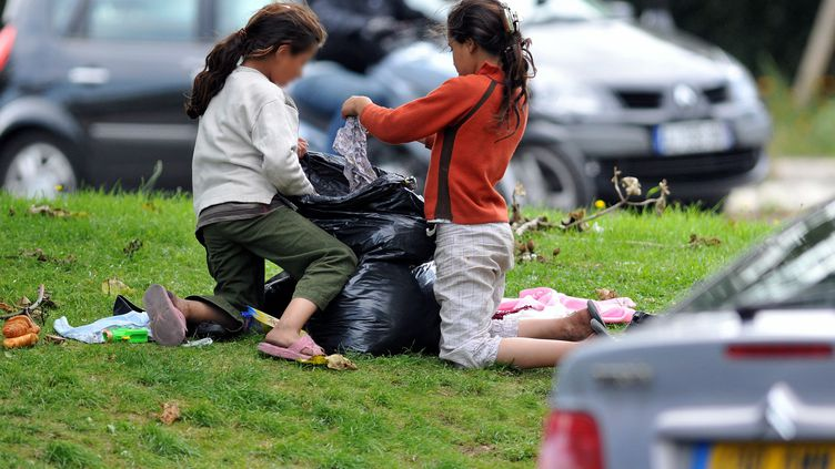 Les enfants exilés et les enfants roms sont les principales victimes du mal-logement des mineurs en France. Photo d'illustration. (PAUCHET / MAXPPP)