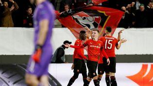 Benjamin Bourigeaud fête un des buts de Rennes face à Arsenal, le 7 mars 2019, à Rennes. (PAUL CHILDS / REUTERS)