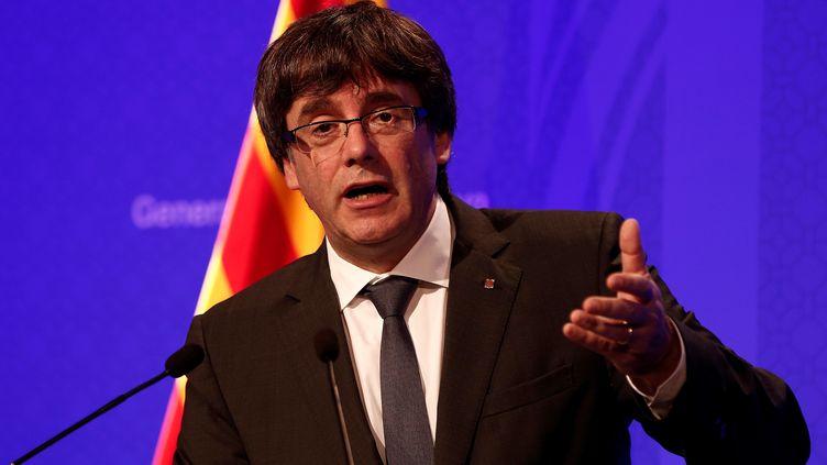 Le président catalanCarles Puigdemont, le 2 octobre 2017, lors d'une conférence de presse à Barcelone (Catalogne, Espagne). (BURAK AKBULUT / ANADOLU AGENCY / AFP)