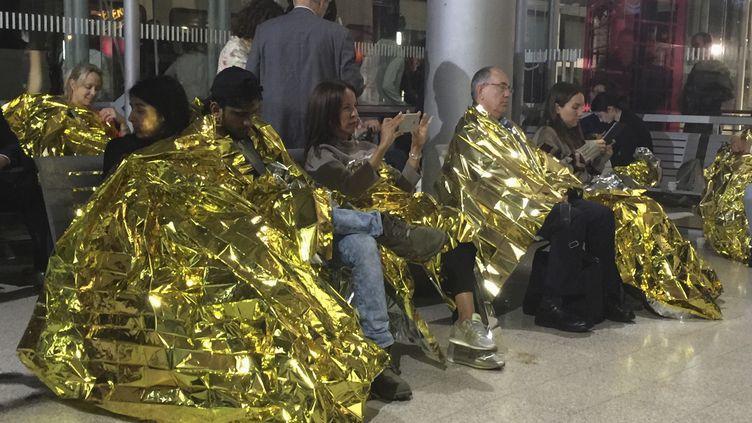 Des passagers bloqués en gare de Calais-Fréthun (Pas-de-Calais), le 2 septembre 2015. (  REUTERS)