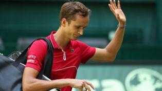 Daniil Medvedev après sa défaite à Halle (Allemagne) contre Jan-Lennard Struff, mardi 15 juin. (FRISO GENTSCH / DPA via AFP)