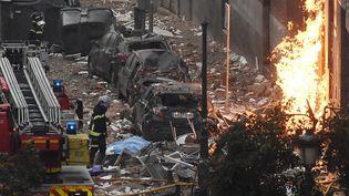 La rue de Tolède, à Madrid, où une explosion due au gaz a ravagé un immeuble et fait au moins trois morts, le 20 janvier 2021.  (OSCAR DEL POZO / AFP)