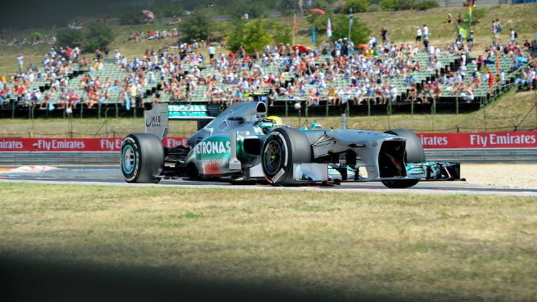 Lewis Hamilton (Mercedes) a décroché sa trentième pole position en carrière.  (TOM GANDOLFINI / AFP)