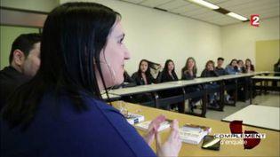 Laura Passoni, une Belge repentie de Daech, raconte son histoire dans les lycées. (FRANCE 2 / FRANCETV INFO)