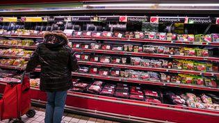 Le rayon viande d'un supermarché, en Bretagne. (GARO / PHANIE)