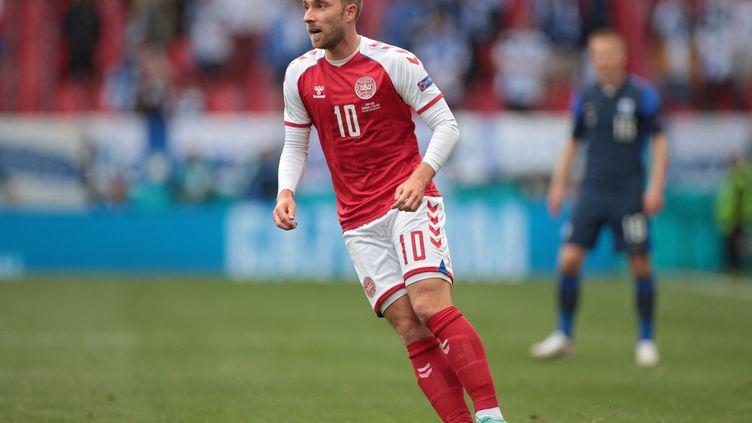 Le milieu de terrain danois Christia Eriksen, lors du match contre la Finlande au cours duquel il a été victime d'un malaise, le 12 juin 2021. (HANNAH MCKAY / POOL / AFP)