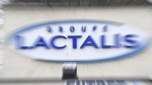 Le logo du siège social du groupe laitier français Lactalis à Laval (Mayenne), le 12 janvier 2018. (DAMIEN MEYER / AFP)